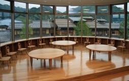 「飛騨市図書館」円テーブル・子供椅子